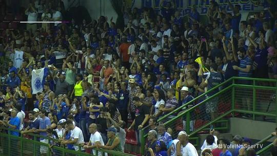 Com apoio da torcida, Cruzeiro derrota Minas e segue firme no topo da tabela da Superliga