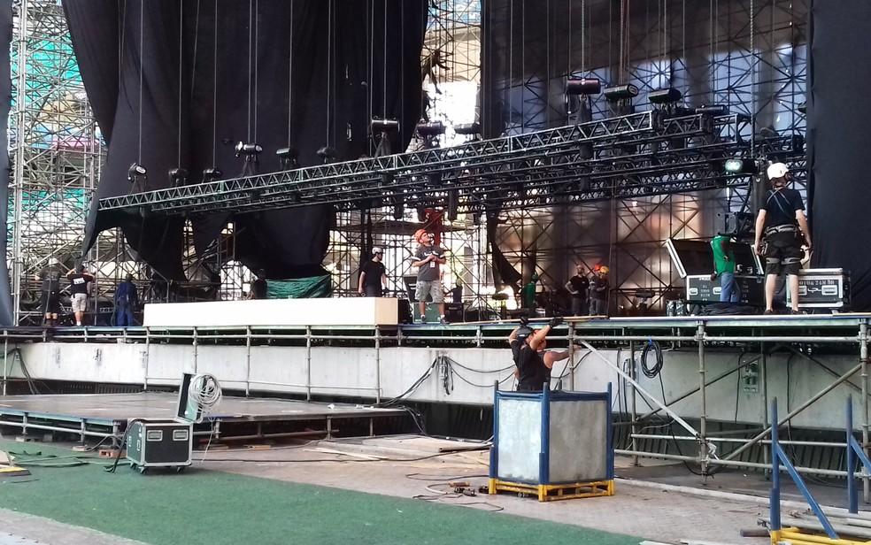 Cerca de 600 pessoas atuam na montagem do palco e equipamentos (Foto: Gabriel Gonçalves/G1 Bahia)