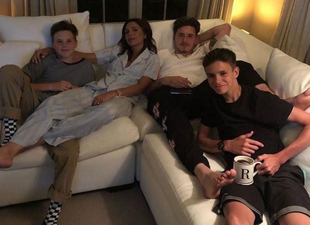 Romeo Beckham faz foto com a família em momento relax (Foto: Reprodução/Instagram)