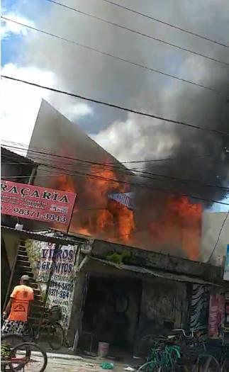 Casa pega fogo na avenida Pedro Álvares Cabral, em Belém - Noticias