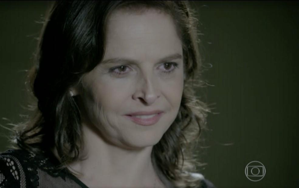 Cora (Drica Moraes) quer ter uma noite de amor com o comendador em 'Império' — Foto: Globo