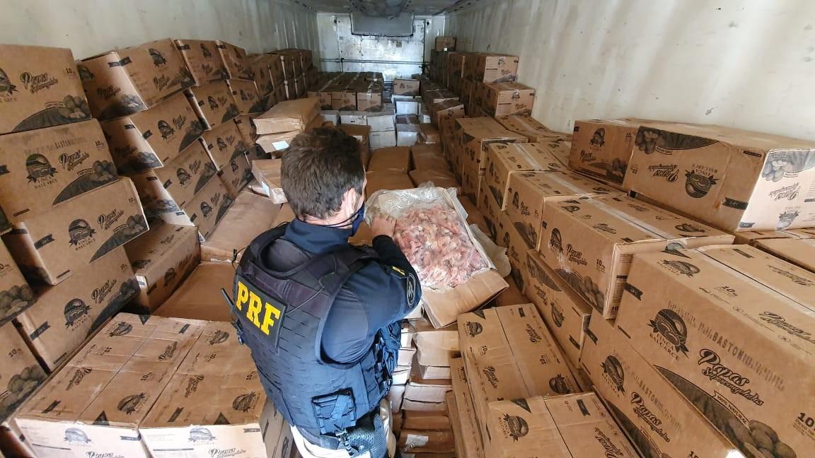 Mais de 7 toneladas de camarão impróprio para consumo são apreendidas em Lajeado