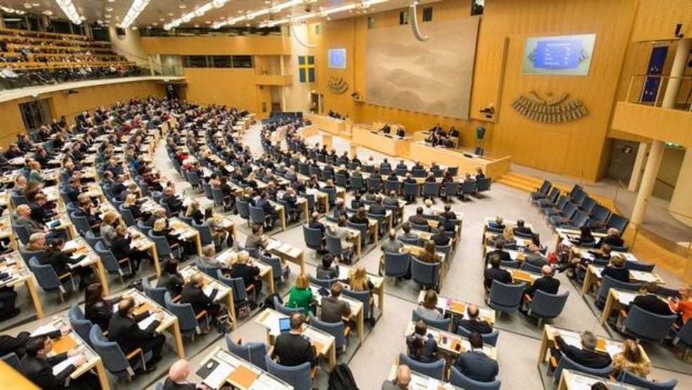 Deputados em sessão no Parlamento sueco — Foto: INGEMAR EDFALK/SVERIGES RIKSDAG
