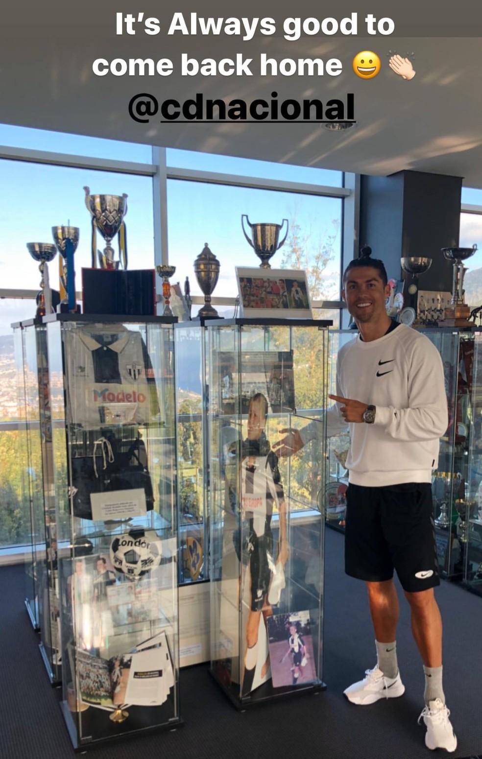 Cristiano Ronaldo prestigia acervo dedicado ao atacante no Nacional — Foto: Reprodução/Instagram