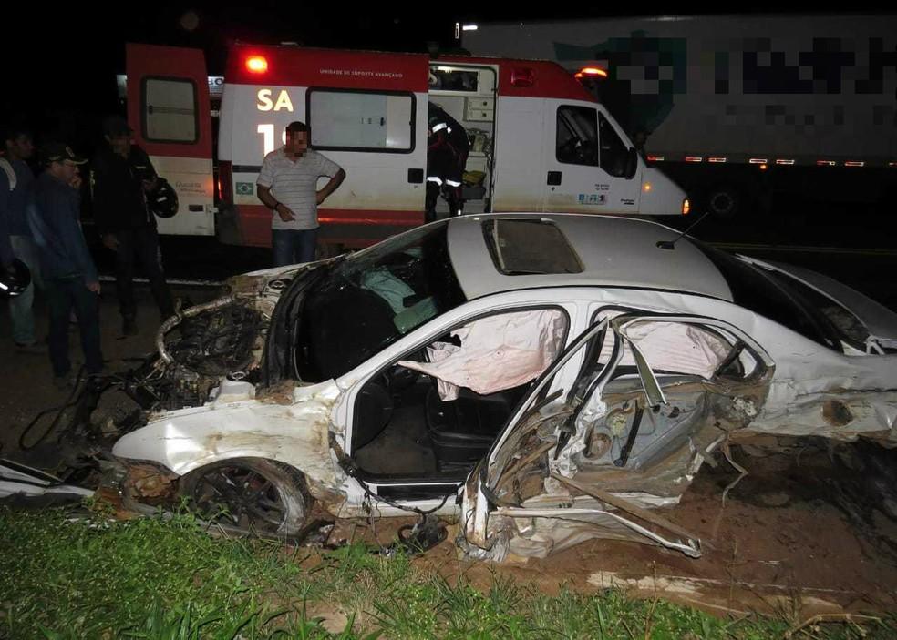 Durante o acidente, um adolescente de 13 anos foi arremessado na pista e morreu no local.  — Foto: Blog do Braga