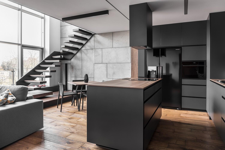 Escada reta, em L ou caracol? Saiba qual o melhor tipo para a sua casa (Foto: Krzysztof Strażyński/Divulgação)