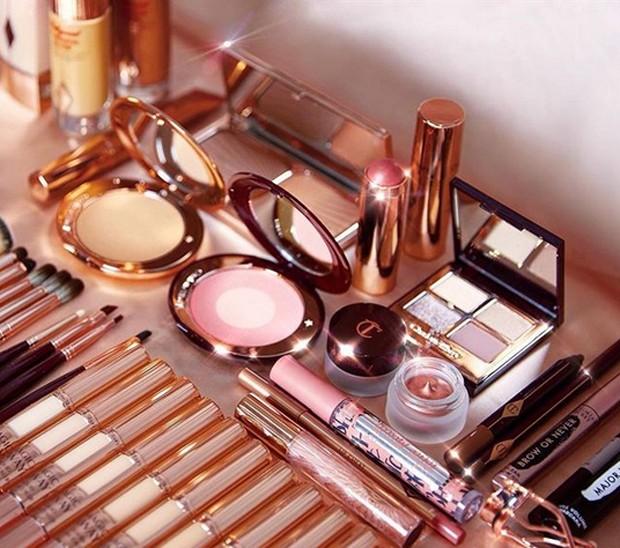 Todos os produtos usados para a beleza do desfile da VS (Foto: Reprodução/Instagram)