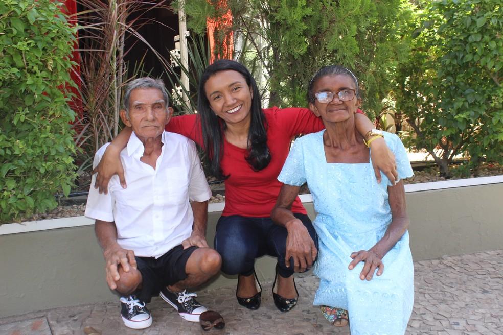 Rosany declara seu amor aos pais  (Foto: Gilcilene Araújo/G1)