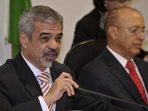 O relator do processo, senador Humberto Costa, e o presidente do Conselho de Ética, Antonio Carlos Valadares (Foto: José Cruz/ABr)