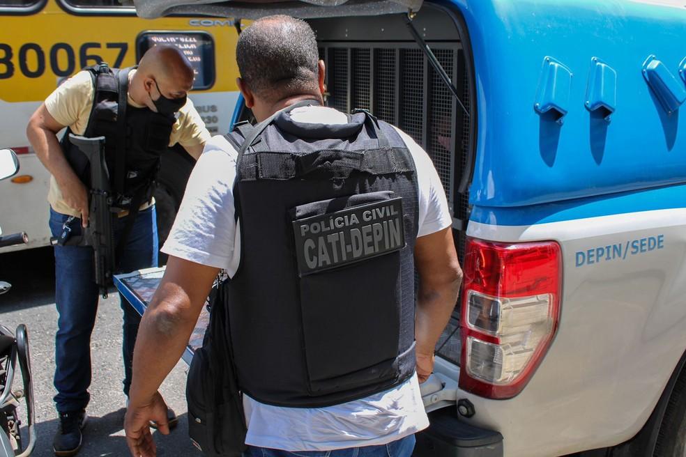 Homem é preso após agredir e golpear ex-companheira com garrafa de vidro na Bahia; vítima ficou cega — Foto: Divulgação/Polícia Civil