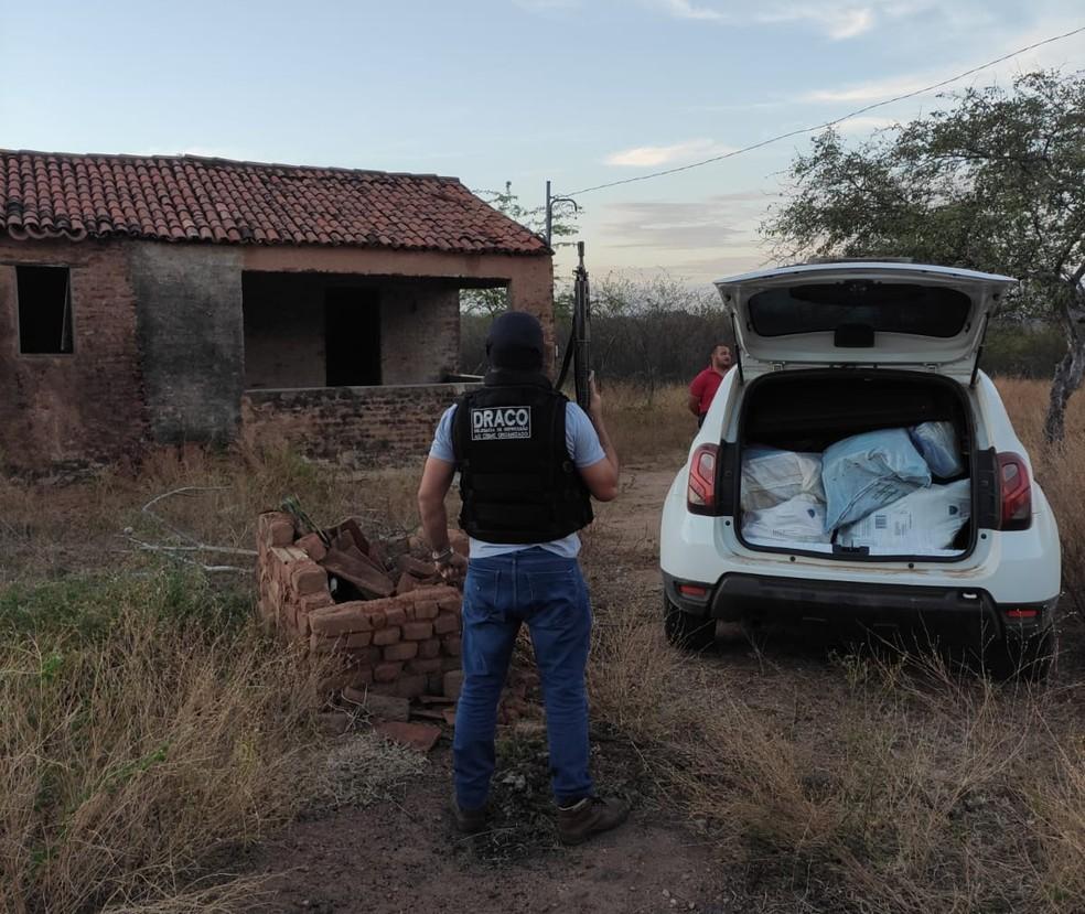 Droga estava escondida em casa que fica num sítio da cidade de Lagoa, no Sertão da Paraíba — Foto: Polícia Civil/Divulgação