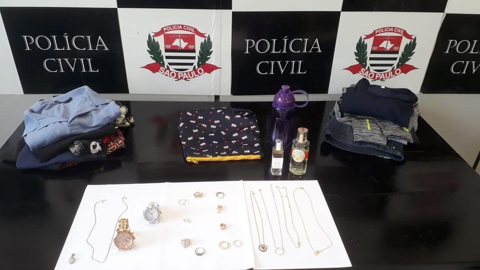 Objetos do casal foram encontrados na residência de empregada doméstica. — Foto: Divulgação/Polícia Civil