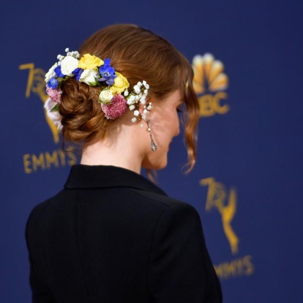 O penteado de Rachel Evan Wood no Emmy Awards (Foto: Getty Images)