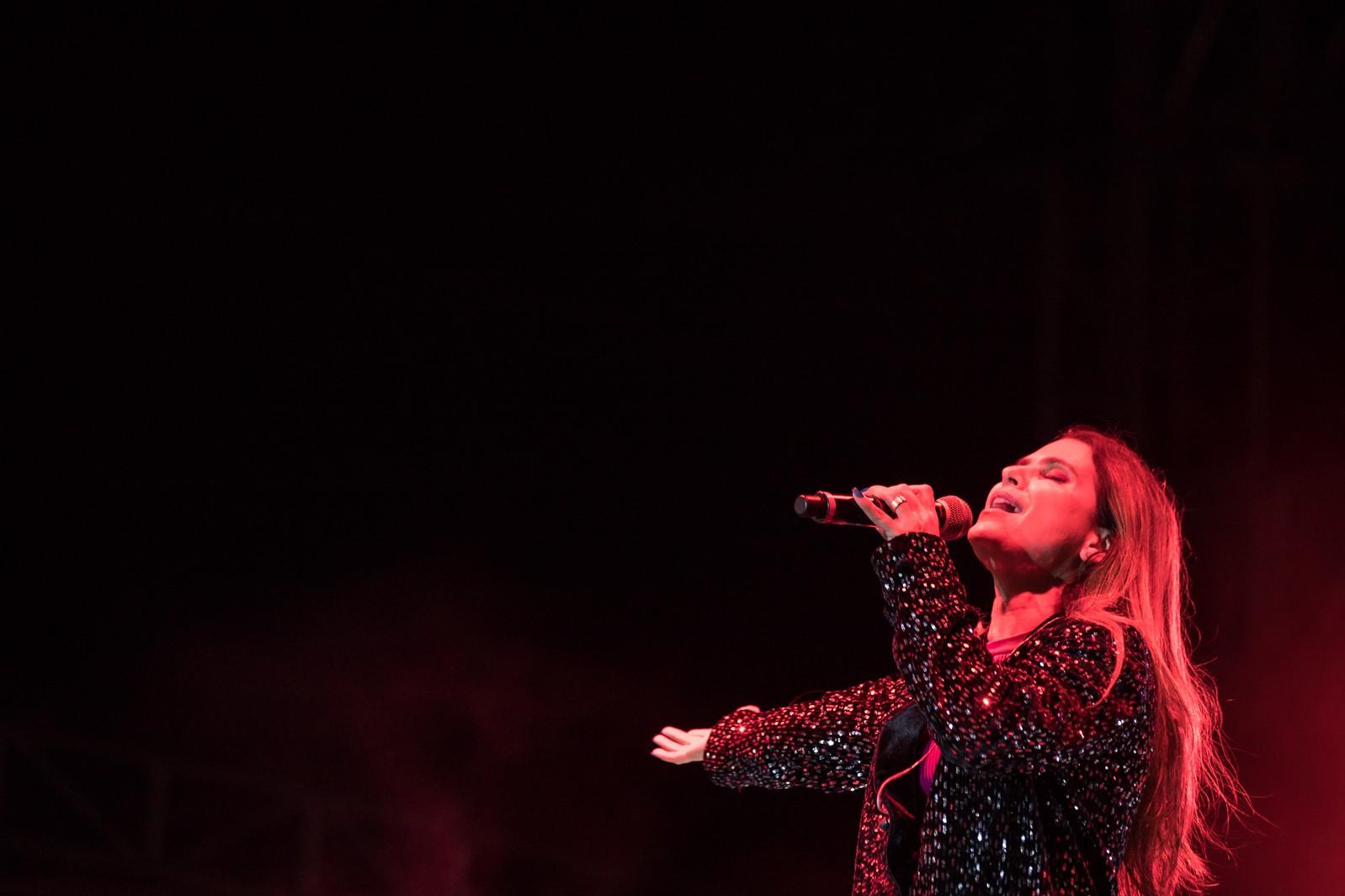 Diva da música cristã, Aline Barros emociona fãs em noite de glória e louvor na Festa de Barretos   - Notícias - Plantão Diário