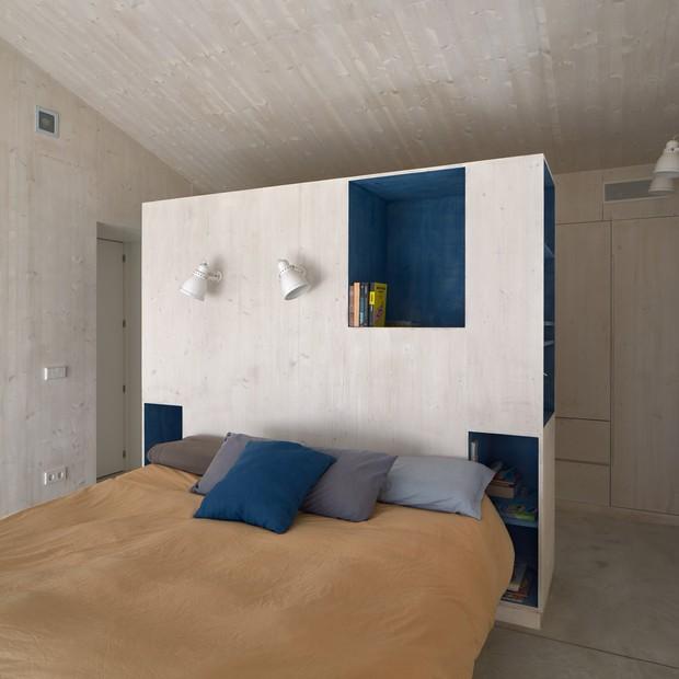 House in Spain combina hormigón, madera y soluciones estándar (Foto: Pol Viladoms / Revelation)