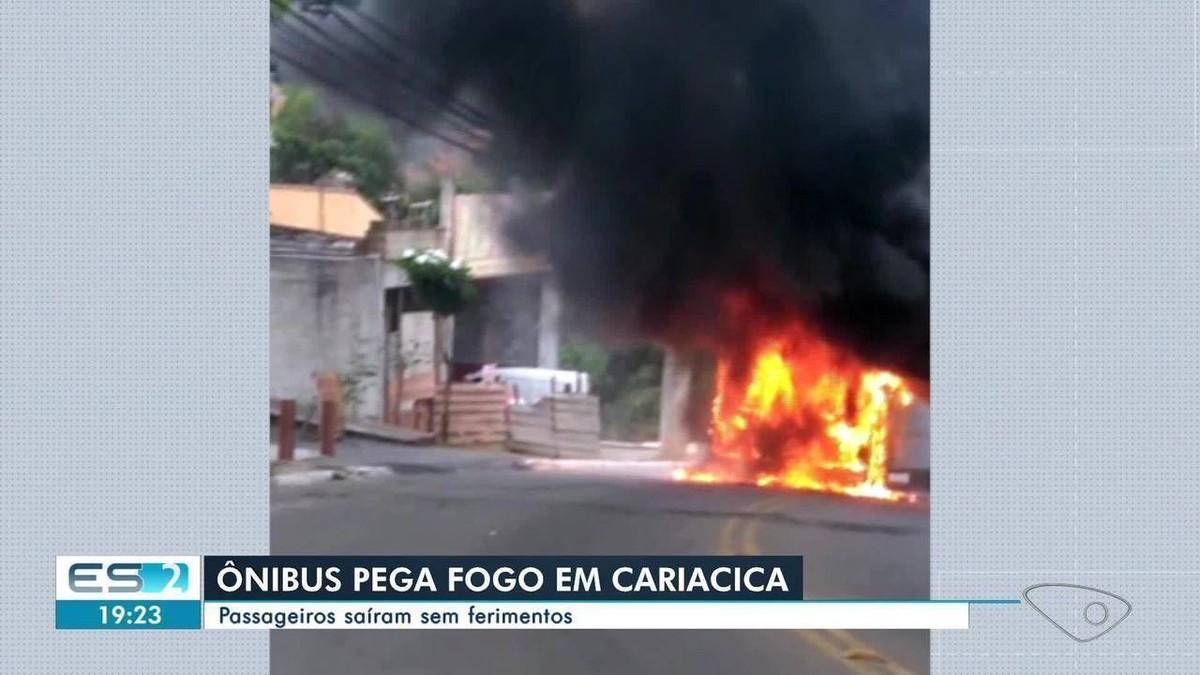 Ônibus Transcol pega fogo em Cariacica, ES - G1