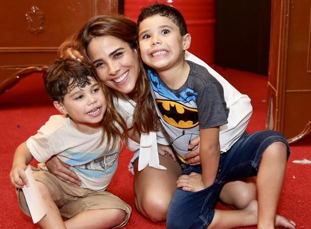 Wanessa com os filhos, João Francisco e José Marcus (Foto: Manuela Scarpa/Brazil News)