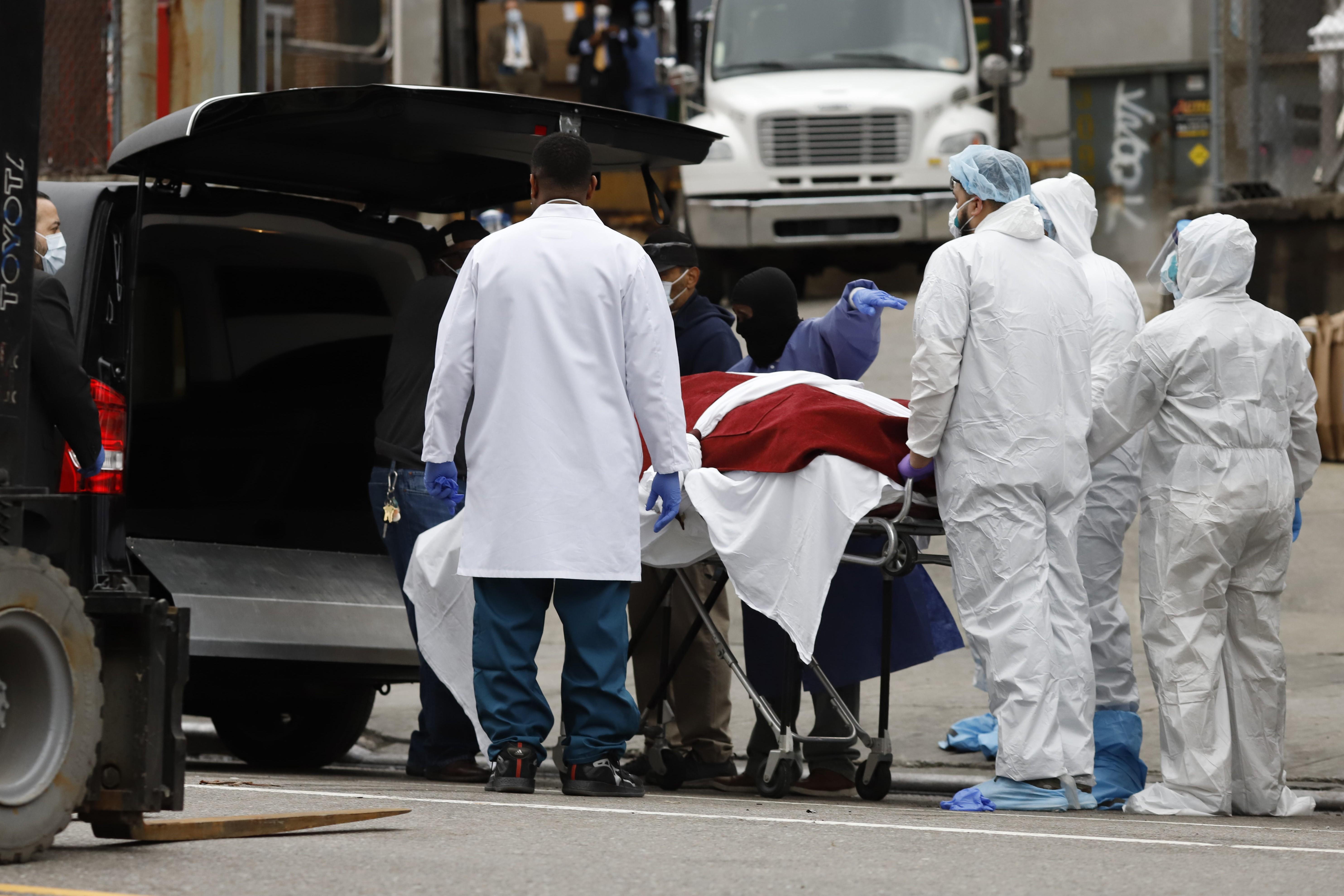 Mortes por Covid-19 passam dos 5.000 nos EUA, diz universidade