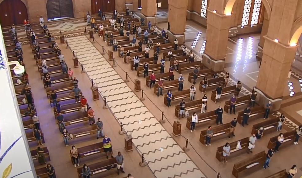 Santuário Nacional de Aparecida faz missa em homenagem às vítimas da Covid-19. — Foto: Reprodução / TV Aparecida