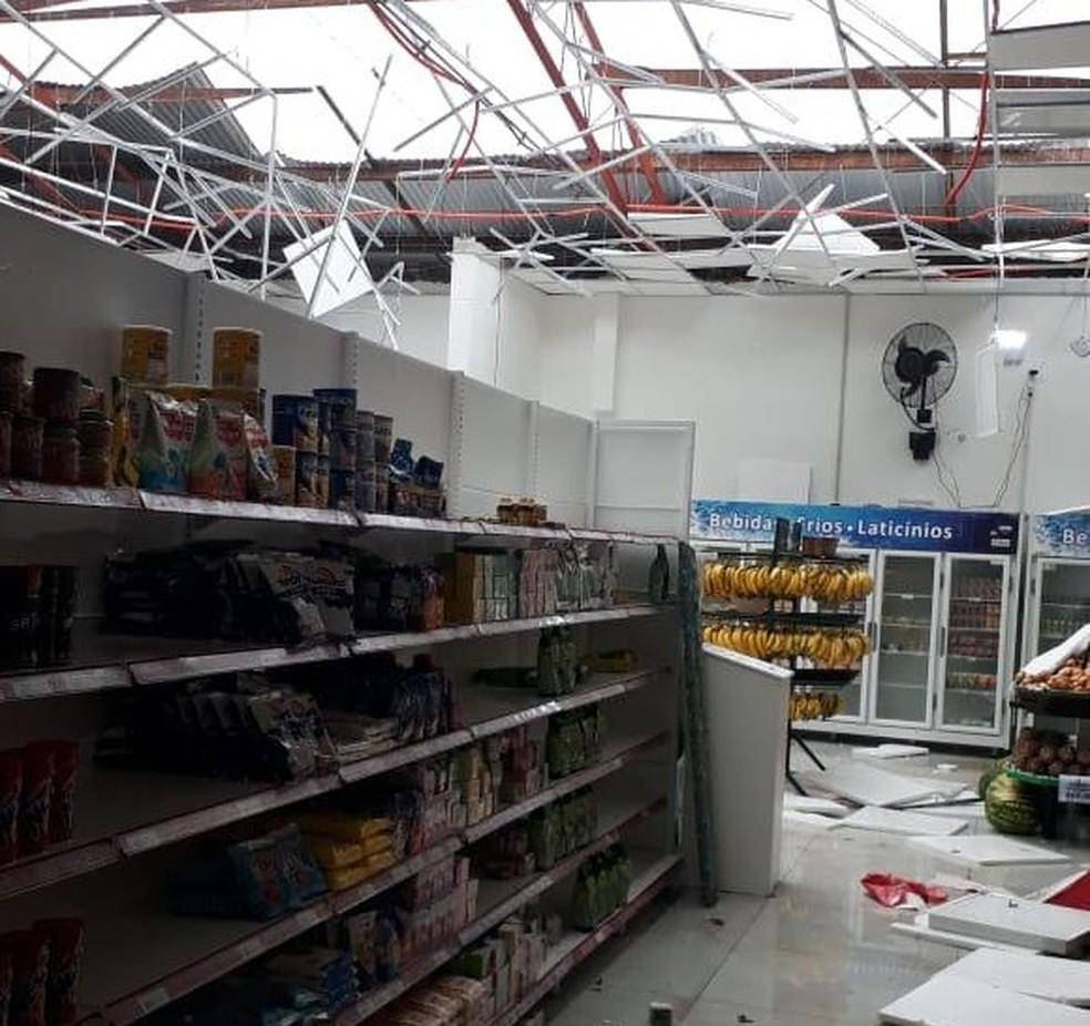 Mercado foi destelhado por conta do vento forte em Condor — Foto: Fernando de Quadros Soares