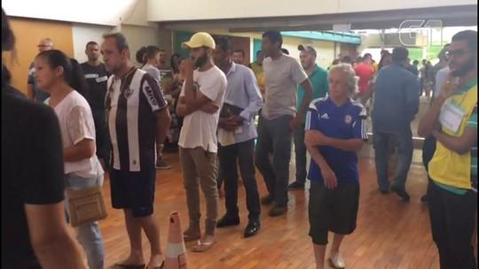 'QG' de familiares de vítimas de Brumadinho tem correntes de oração, parentes em prantos e solidariedade