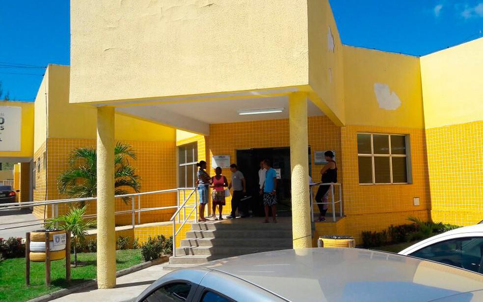 Jaqueline chegou a ser levada pro familiares na UPA de Itinga, mas já chegou à unidade de saúde sem vida — Foto: Vanderson Nascimento/ TV Bahia