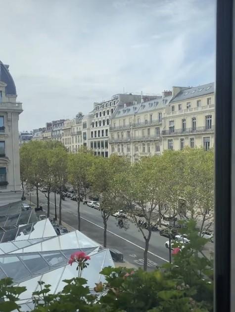Vista do quarto de Juliana Paes em Paris (Foto: Reprodução)