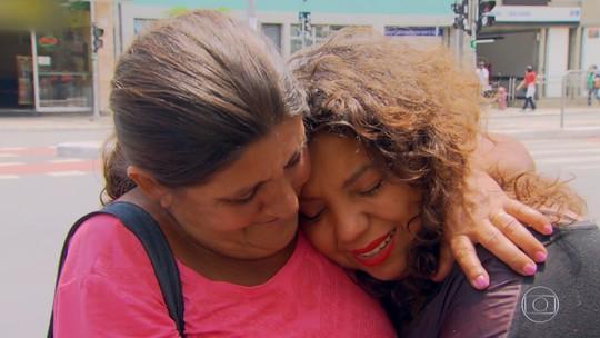 'Quem Quer Ser Um Milionário': após levar R$ 50 mil, paulista tem reencontro emocionado com a mãe biológica