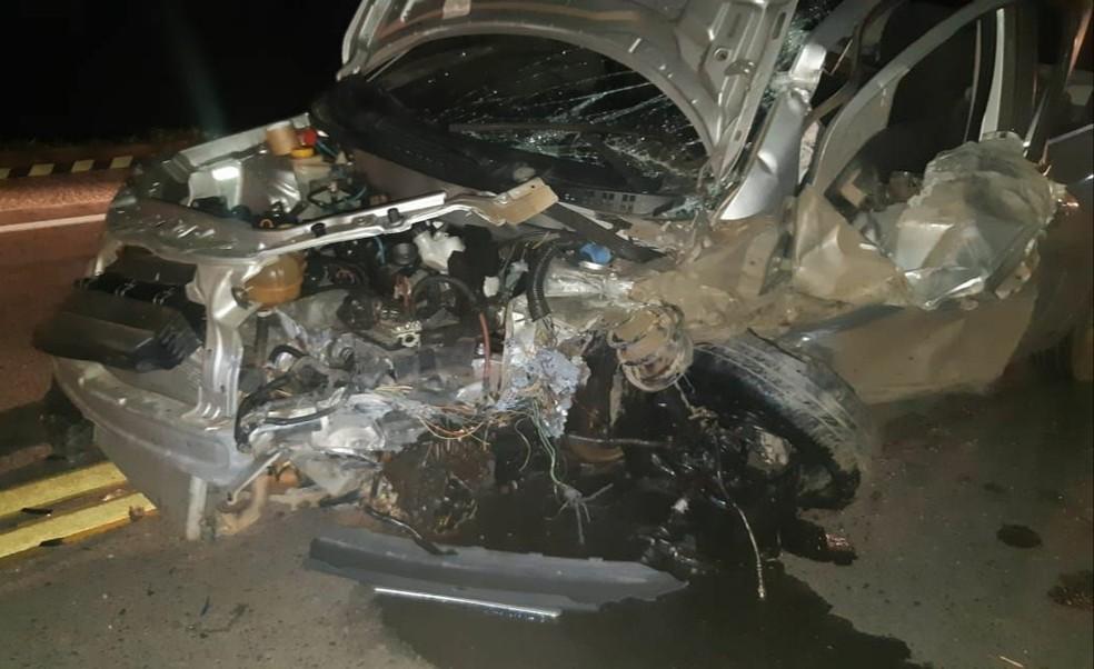 Veículo teve a frente destruída  — Foto: Divulgação/PRF