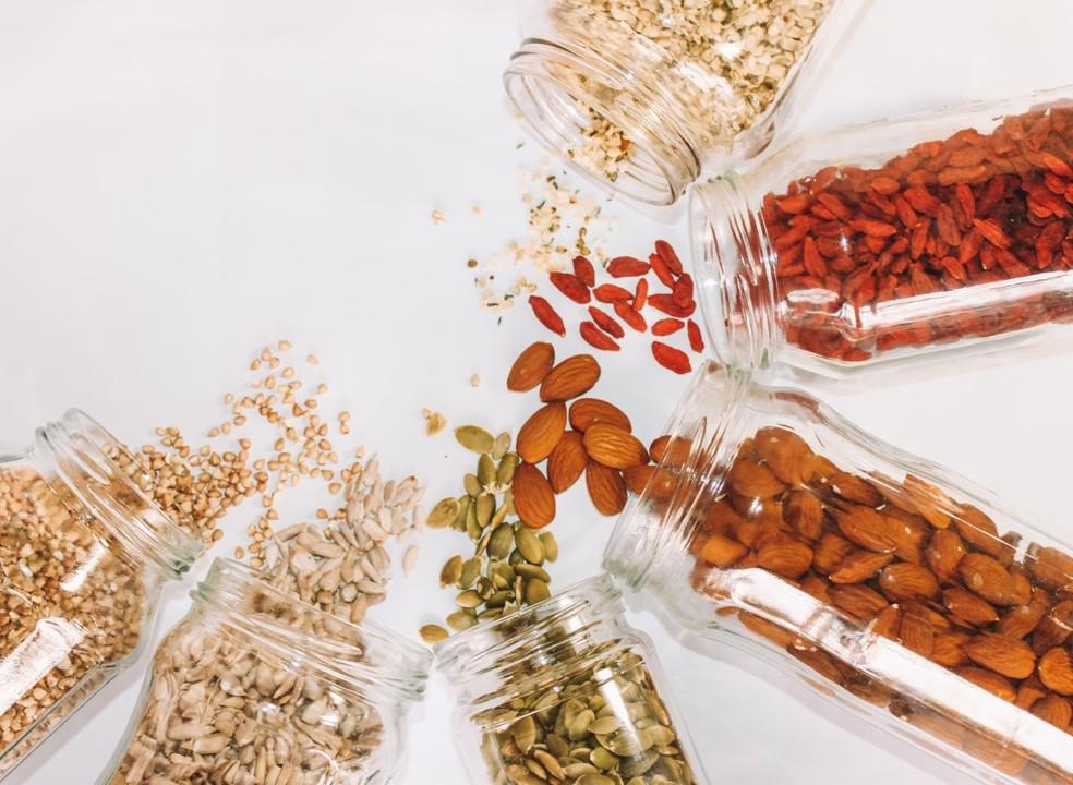 Oleaginosas devem estar presentes na alimentação para fortalecimento da imunidade — Foto: Unsplash/Divulgação