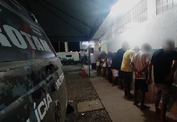Sete pessoas são detidas suspeitas de corrupção de menores durante festa com aglomeração em Cuiabá