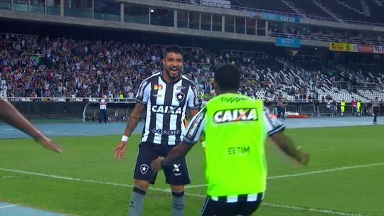 """""""Donde estás"""" Aguirre? Uruguaio perde mais espaço no Botafogo e completa três partidas sem jogar"""