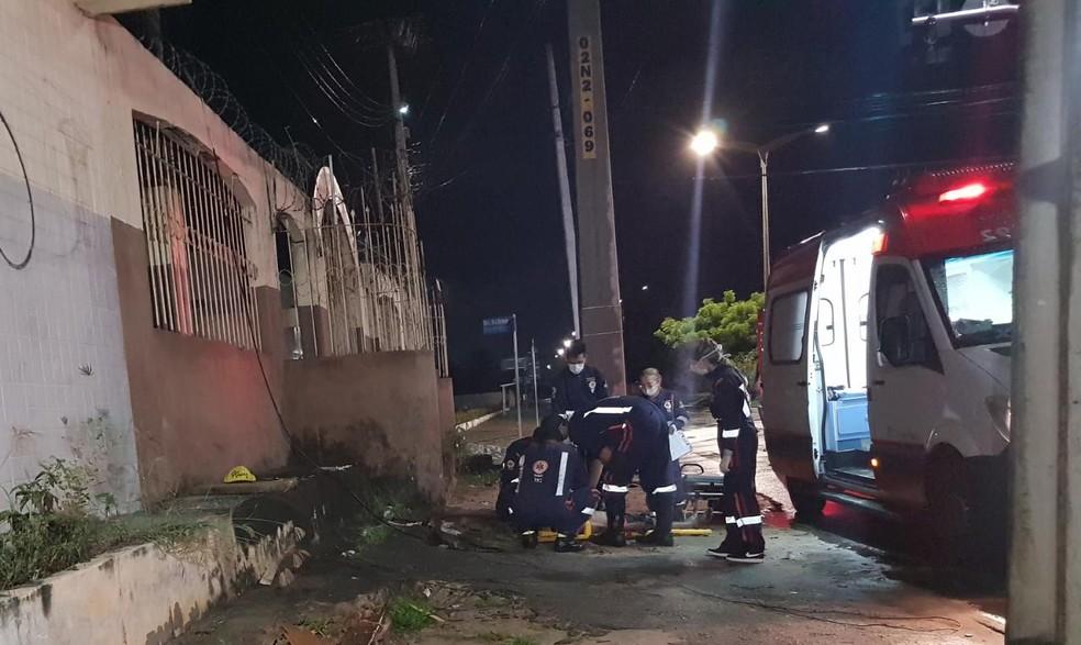 Vítima foi socorrida pelo Samu em estado grave — Foto: Rafaela Duarte/Verdes Mares