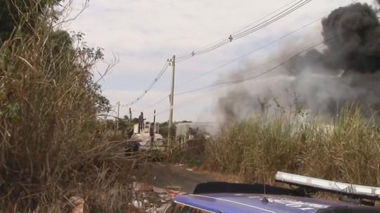 Depósito de materiais de recicláveis pega fogo em Conchal, SP