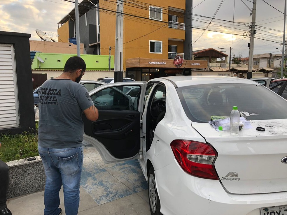Trabalho de perícia foi realizado no veículo do motorista que dava carona pelo aplicativo, em Cabo Frio, RJ — Foto: Polícia Civil/Divulgação