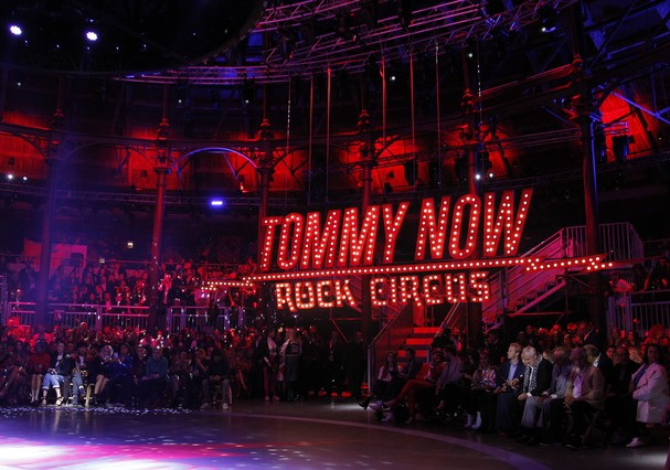 TOMMY HILFIGER SS18 LONDON FASHION WEEK SEPTEMBER 2016 (Foto: Divulgação)