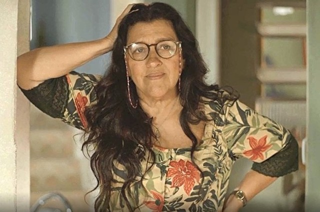 Regina Casé, a Lurdes de 'Amor de mãe' (Foto: TV Globo)