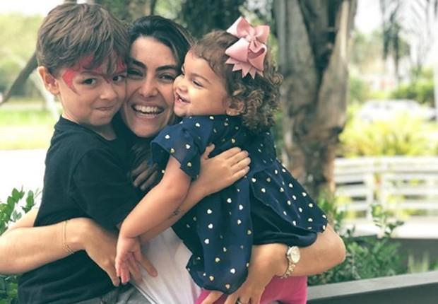 Mariana Uhlmann com os filhos Joaquim e Maria (Foto: Reprodução/Instagram)