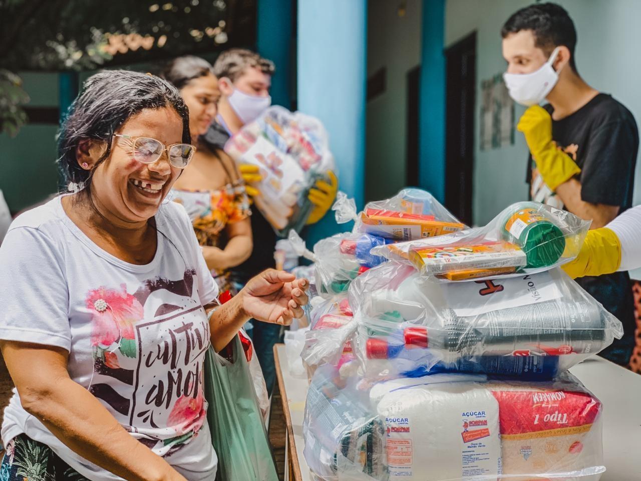 Ação social arrecada doações para distribuir a famílias carentes em Fortaleza