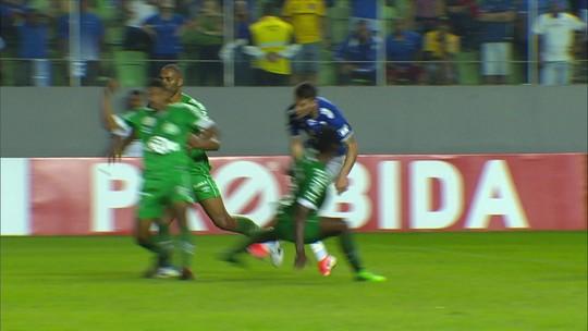 Análise: jejum inédito de vitórias e defesa vazada obrigam Cruzeiro a lidar com situações raras
