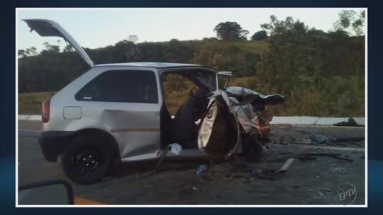 Carros batem de frente e deixam uma pessoa morta na BR-459, em Congonhal, MG