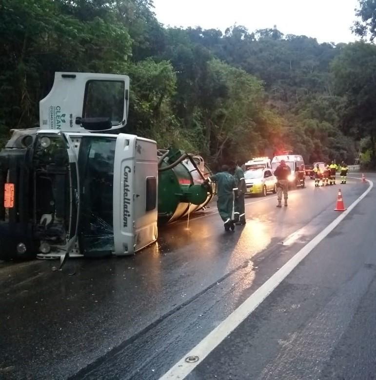 Serra das Araras tem manhã de trânsito tranquilo após acidente que fechou pista de descida por sete horas