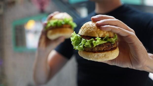 Hambúrgueres; fast food (Foto: Pexels)