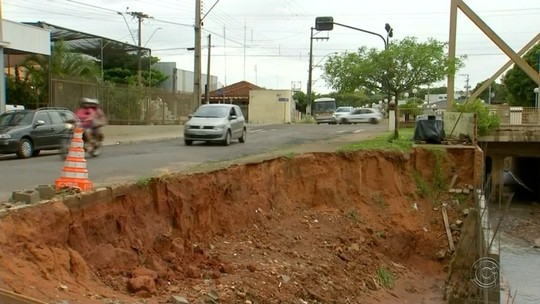 Chuva causa estragos e derruba ponte em Novo Horizonte