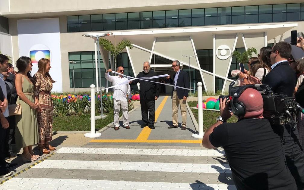 José Roberto Marinho, Roberto Irineu Marinho e João Roberto Marinho inauguram o MG4 — Foto: Miguel Folco/G1