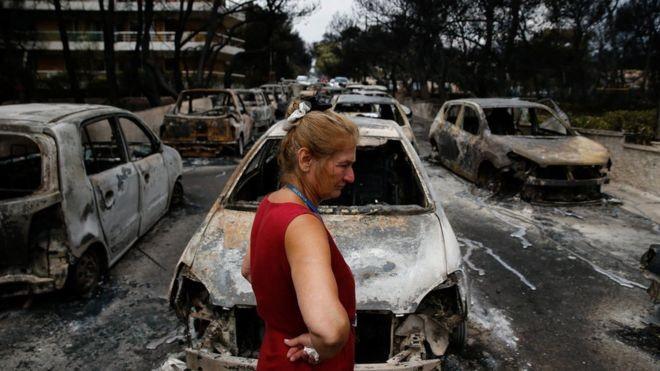 Incêndio deixou dezenas de carros queimados e centenas de feridos (Foto: Reuters via BBC)