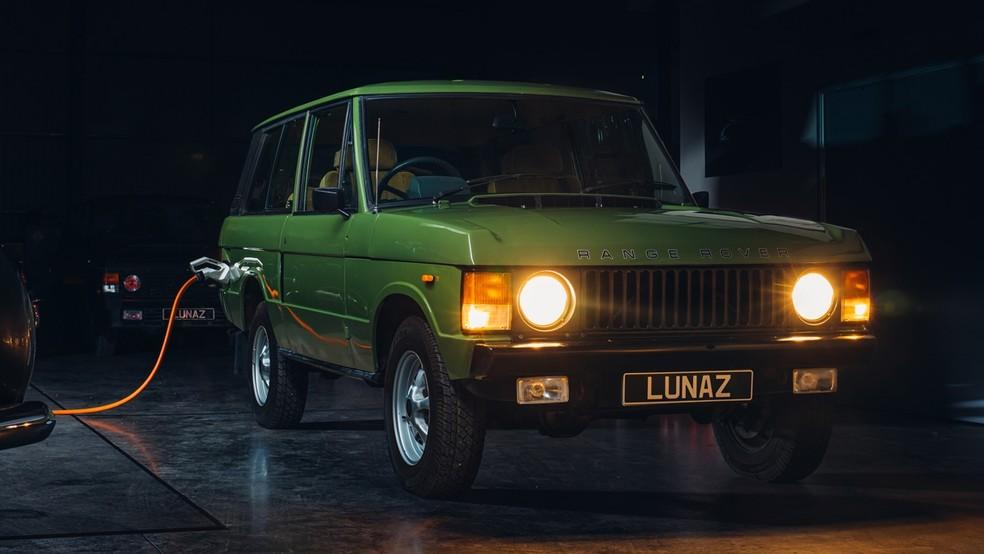 A empresa já faz a conversão de clássicos como Rolls-Royce e Range Rover — Foto: Divulgação
