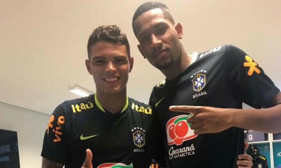 Zagueiro do sub-20 do Botafogo, Helerson treinou com a Seleção e tietou Thiago Silva (Foto: Marcelo Baltar)