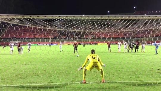 De pênalti, Neilton faz o gol da vitória contra o Internacional-RS pela Copa do Brasil
