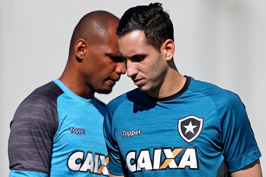 O dilema de Tigrão: escolher entre Gatito e Jefferson no gol do Botafogo